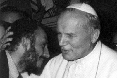 Udienza a S. Giovanni Paolo II. Kiko Argüello e il Papa.