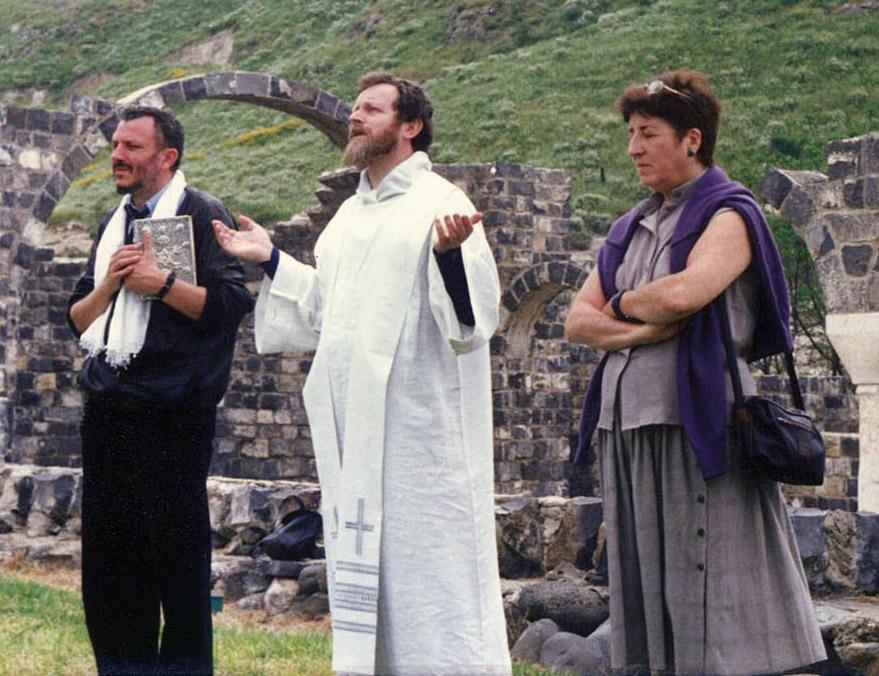 Kiko Argüello, Carmen Hernández y P. Mario Pezzi en Korazim